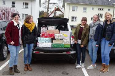 Weihnachten im Schuhkarton: Klassen 5 bis 8 beschenken 87 Kinder